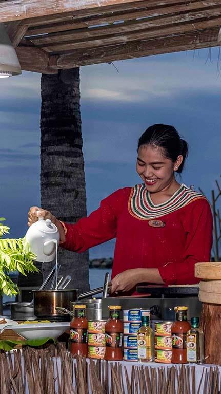 Handhu Platform Dinning Setup overlooking the ocean