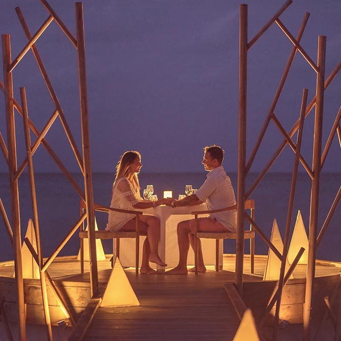 Guests enjoying a Handhu Platform Dinner