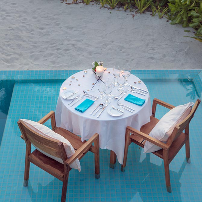 Private Pool Dinning experience